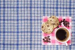 Kaffee und Plätzchen mit Schokolade Stockbilder