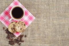 Kaffee und Plätzchen mit Schokolade Stockfotografie