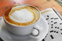 Kaffee und Puzzlespiel Lizenzfreie Stockbilder