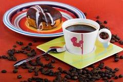Kaffee und Schaumgummiringe Stockbild