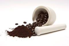 Kaffee und Schleifen lizenzfreie stockfotos