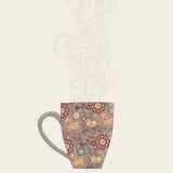 Kaffee- und Teebecher mit Blumenmuster Schalenhintergrund Heißes drin Stockbilder