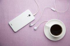 Kaffee und Telefon Stockfoto
