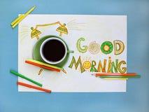 Kaffee- und Weckerkonzept des gutenmorgens Tasse Kaffee mit Hand gezeichnetem Wecker Stockfotografie