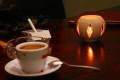 Kaffee und Zigarette Stockbild