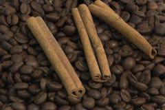 Kaffee und Zimt Lizenzfreie Stockfotos