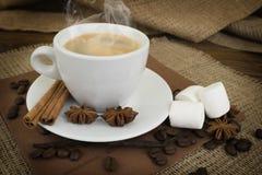 Kaffee Weißes Cupkaffee-Espresso Stockfotos