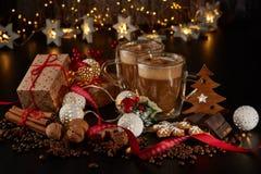 Kaffee Weihnachts- und des neuen Jahreszusammensetzung stockfotos