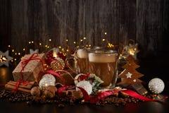 Kaffee Weihnachts- und des neuen Jahreszusammensetzung stockfotografie