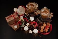 Kaffee Weihnachts- und des neuen Jahreszusammensetzung stockfoto