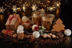 Kaffee Weihnachts- und des neuen Jahreszusammensetzung lizenzfreies stockbild