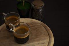 Kaffee wird von der Seite genommen lizenzfreies stockfoto