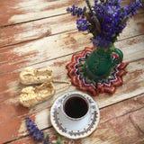 Kaffee-Zeit in der rustikalen Art Stockbilder