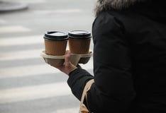 Kaffee zum zu gehen Stockbild