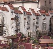 Kaffee zwischen alten Gebäuden Lizenzfreie Stockfotografie