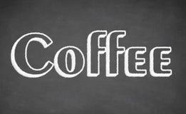 Kaffeebeschriftungskreide auf schwarzer Schulbehörde Lizenzfreies Stockfoto