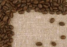 Kaffeebohne-Leinenhintergrund Stockfotografie