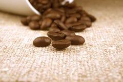 Kaffeebohne-Leinenhintergrund Stockfotos