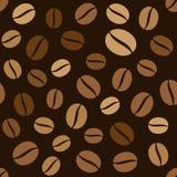 Kaffeebohne-nahtloses Muster auf dunklem Hintergrund Stockfotos