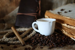 Kaffeebohne-Seilbuch Stockbilder