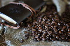 Kaffeebohne-Seilbuch Stockfotos