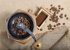 Kaffeebohne- und frisch gemahlenerkaffee Lizenzfreie Stockfotos