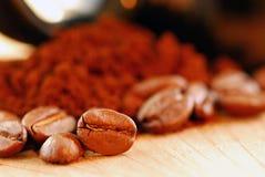 Kaffeebohne- und gemahlenerkaffee Lizenzfreies Stockbild