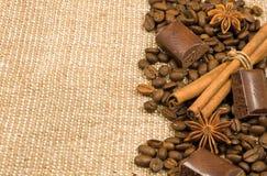 Kaffeebohne, Zimt, Schokolade und Anis Lizenzfreie Stockfotografie