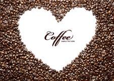 Kaffeebohneform gebildet von vielen Kaffeebohnen Lizenzfreie Stockfotografie