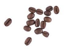 Kaffeebohnen auf einem weißen Hintergrund Stockfoto