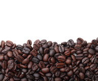 Kaffeebohnen auf weißem Hintergrund. Stockfoto