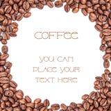 Kaffeebohnen auf weißem Hintergrund Lizenzfreie Stockbilder