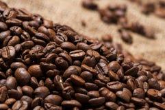 Kaffeebohnen bokeh Lizenzfreie Stockfotos
