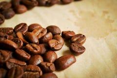 Kaffeebohnen in den warmen Tönen Lizenzfreies Stockfoto