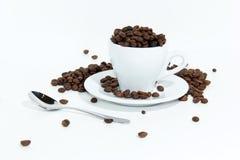 Kaffeebohnen in der Schale Stockfoto