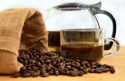 Kaffeebohnen in einem Sack Lizenzfreie Stockbilder