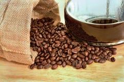 Kaffeebohnen in einem Sack Lizenzfreies Stockbild