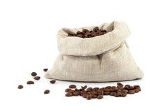 Kaffeebohnen in einer Tasche Stockbild