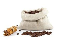Kaffeebohnen in einer Tasche Stockfotografie
