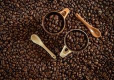 Kaffeebohnen für frischen Kaffee lizenzfreie stockfotografie