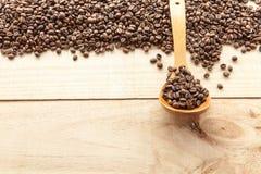 Kaffeebohnen gesehen von oben Stockfotos