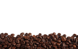 Kaffeebohnen getrennt auf Weiß Lizenzfreie Stockfotos