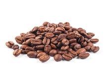 Kaffeebohnen getrennt auf weißem Hintergrund Stockbilder