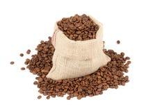 Kaffeebohnen im Segeltuchsack Stockbild