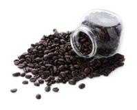 Kaffeebohnen lokalisiert mit weißem Hintergrund. Stockfotografie