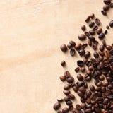 Kaffeebohnen mit Exemplarplatz lizenzfreies stockfoto