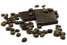 Kaffeebohnen mit Schokolade lizenzfreies stockfoto