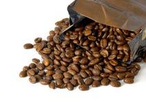 Kaffeebohnen u. Beutel Lizenzfreies Stockbild