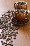 Kaffeebohnen und Cup Lizenzfreies Stockfoto
