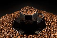 Kaffeebohnen und Cup Stockbild